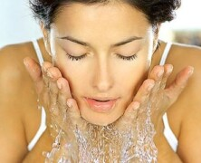3 koraki, da odpravite akne in aknasto kožo