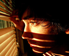 Nervoza, lahko tudi posledica nenehnega stresa in preobremenitve
