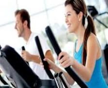 Za redno vadbo in popolno telo si nadenite oblačila za fitnes