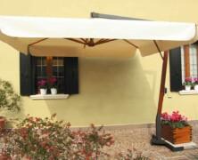 Za brezskrbni počitek v zunanjih prostorih je obvezna oprema vrtni senčnik