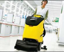 Zakaj je strojno čiščenje bolj kakovostno od ročnega