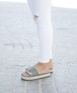 Sandali so popularni poleti