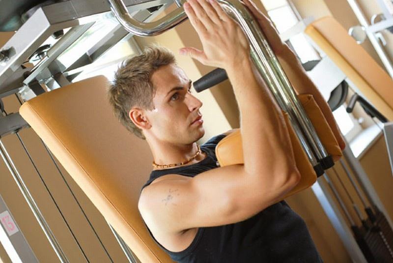 Fitnes lahko pomaga pri krepitvi mišic